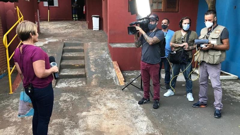 """Célia Pinho grava para o programa """"A Noite é Nossa"""" em São Paulo"""