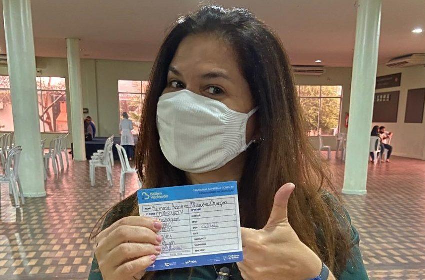 Jornalistas paraenses recebem vacina contra Covid-19 e comemoram